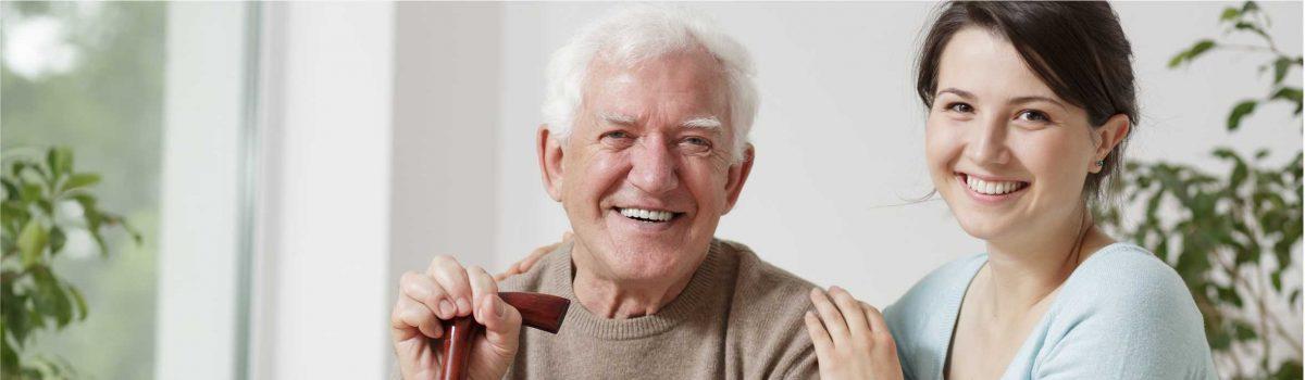 Como acompanhar remotamente idosos que moram sozinhos?